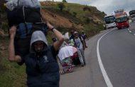 Crecen los problemas para los venezolanos que huyen a pie